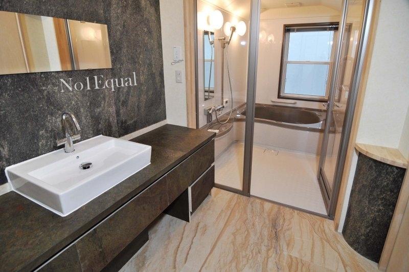 085-Japan-Bathroom-1